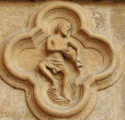 Изображение Водолея на левом портале фасада Амьенского собора