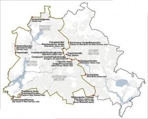 Берлинская стена на карте города (точками отмечены КПП)