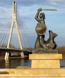 Статуя сирены на речной банке Вислы