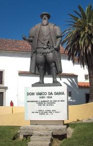 Памятник мореплавателю на его родине в г.Синеш