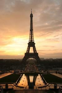 Эйфелева башня - символ Франции