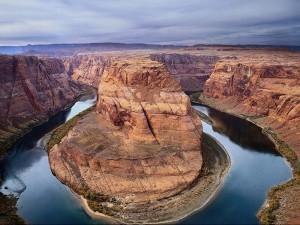 Поворот реки Колорадо южнее города Page (штат Аризона)
