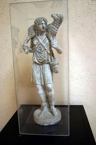 Статуэтка «Добрый пастырь» из ватиканского музея (3-й в. н.э.)