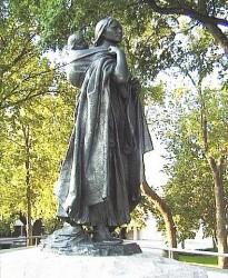 Памятник Сакагавеи в г. Бисмарк (Северная Дакота)