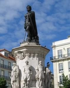 Памятник Камоэнсу на одноимённой площади в Лиссабоне