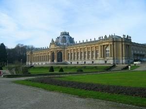Королевский музей Центральной Африки со стороны парка