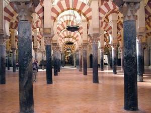 Ряды арок и колонн просто завораживают...