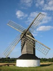 Ветряные генераторы практически не потребляют ископаемого топлива. Работа ветрогенератора мощностью 1 МВт за 20 лет эксплуатации позволяет сэкономить примерно 29 тыс. тонн угля или 92 тыс. баррелей нефти