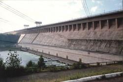 Одна из самых крупных по выработке российская ГЭС — Братская. На 2005 год гидроэнергетика обеспечивает производство до 63 % возобновимой и до 19 % всей электроэнергии в мире, установленная гидроэнергетическая мощность достигает 715 ГВт.