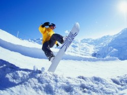 Сноубордист в полёте