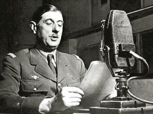 Шарль де Голль зачитывает своё послание «Ко всем французам» 18 июня 1940 г.