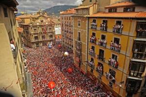 В эти дни толпы людей заполоняют город
