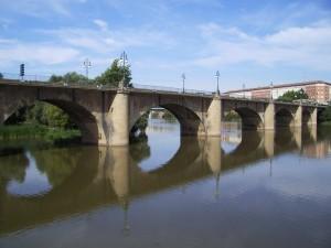 Puente de Piedra («Каменный мост»)