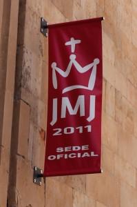 В эти дни логотипы дня молодёжи красовались по Мадриду