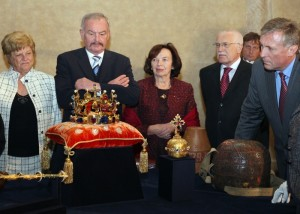 Чешские политики и королевские регалии