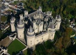 Замок Пьерфон (фр. Château de Pierrefonds), вид с воздуха