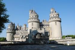 Замок Пьерфон (фр. Château de Pierrefonds) - главные ворота