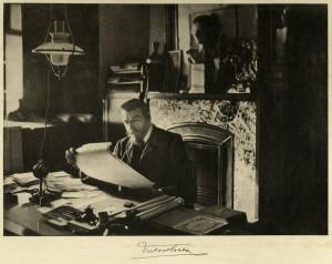 Виктор Орта в рабочем кабинете