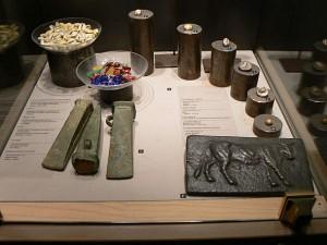 """История денег с первобытных времён - от раковин каури и бронзовых слитков """"Aes signatum"""""""