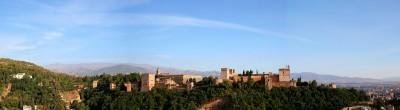 Панорама Альгамбры на фоне гор Сьерра-Невада