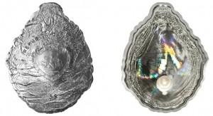 Монета «Устрица», отчеканенная для Республики Палау. Выпуклая форма в виде устрицы, вставка из голограммы и жемчужины особо выделяют её среди конкурентов.