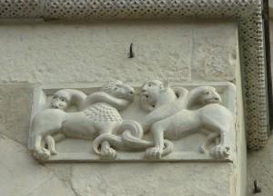 Романские барельефы на кафедральном соборе Модены