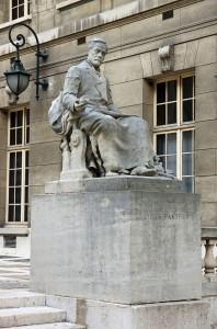Louis_Pasteur_monument_sorbonne