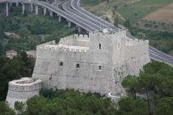 замок Монфорте (Castello Monforte)