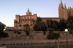 Королевский дворец Альмудайна (исп. Palacio Real de La Almudaina)