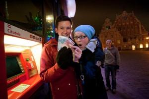 У банкомата в Риге, 1 января 2014 года