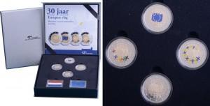 В состав голландского набора 2015 года вошли четыре монеты в качестве чеканки Proof. При этом три из них цветные (окраска разная). Кроме того, в набор входят два серебряных жетона, раскрашенных под цвета флагов Нидерландов и ЕС.